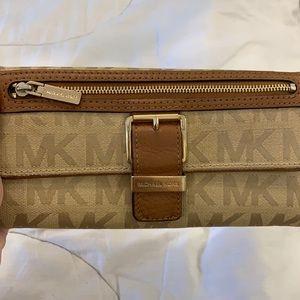 AUTHENTIC Michael Kors continental wallet.
